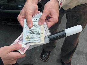 Милиция открыла первых 10 дел на тех, кто дает взятки гаишникам