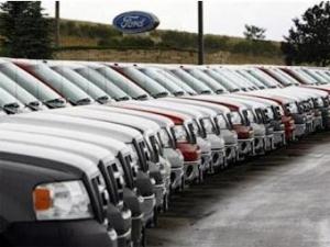 Продажи автомобилей в марте в США одновременно упали и выросли