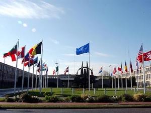 НАТО выслало двух российских дипломатов