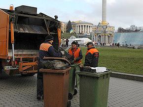 Киевские дворники отказались убирать Майдан и Крещатик