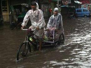 На индийскую Колкату обрушился мощный циклон: 20 погибших