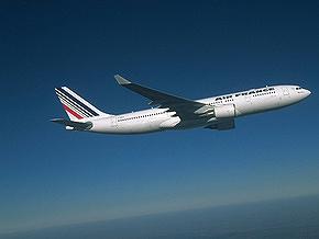 Бразильские ВВС обнаружили обломки самолета в 650 км от материка