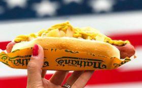 В США установили новый рекорд по поеданию хот-догов