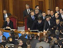 Отставка Семенюк: Партия регионов заблокировала трибуну Рады