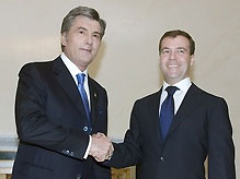 Ющенко поздравил Медведева с Днем России