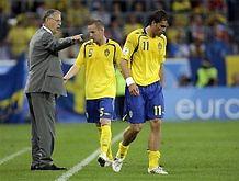 Евро-2008: Шведские СМИ требуют отставки наставника сборной