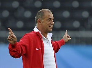 Тренер сборной Турции призвал болельщиков не отмечать победы стрельбой