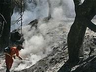 В Калифорнии продолжают бороться с мощными пожарами