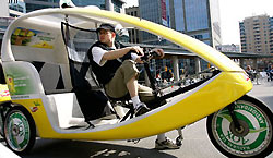 В Торонто новый вид транспорта – веломобиль!
