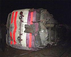 В Румынии скорый поезд сошел с рельс