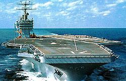 На атомном авианосце США произошел пожар, пострадали 24 моряка