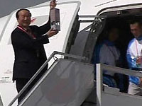 Нурсултан Назарбаев пробежал с олимпийским факелом