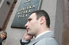Кличко подал на Черновецкого в суд
