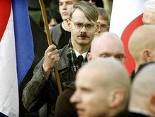 Скинхеды празднуют день рождения Гитлера