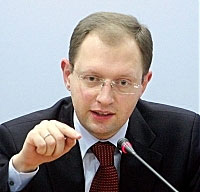 Яценюк забрал деньги у Ахметова