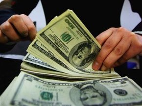 Гривна продолжает дешеветь на межбанке