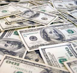 Средний курс наличного доллара немного упал