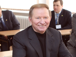 Кучма критикует власти за ситуацию с газом