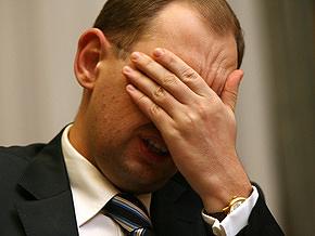 Яценюк считает, что поспешил, подписывая письмо к НАТО