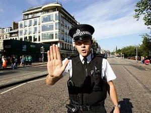 Шотландским полицейским запретили договаривать слова за заиками