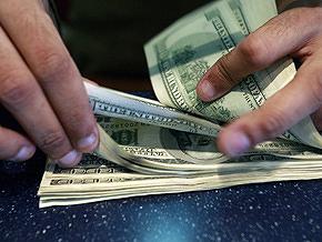 Курс продажи наличного доллара составляет 7,65-7,75 гривны