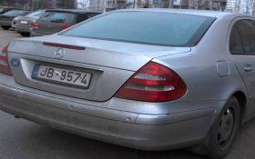 Литовська митниця перевіряє законність ввезення авто на єврономерах до України