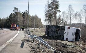 В Швеции перевернулся автобус с туристами, есть пострадавшие