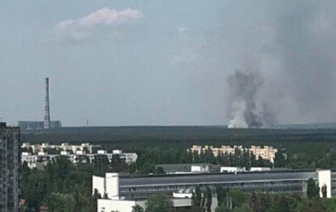 В Києві спалахнула масштабна пожежа біля ТЕЦ-6: опубліковані перші фото