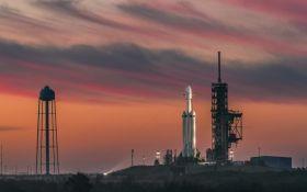 SpaceX знову відклала запуск супутників для глобального інтернету: названа причина
