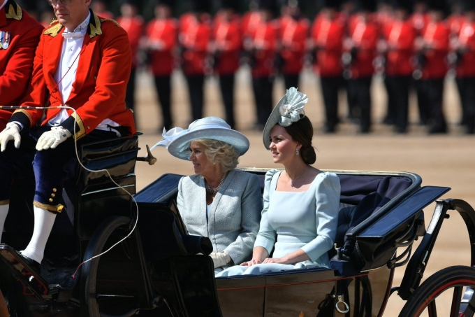 Королева Великої Британії Єлизавета II святкує другий день народження: опубліковані яскраві фото (3)