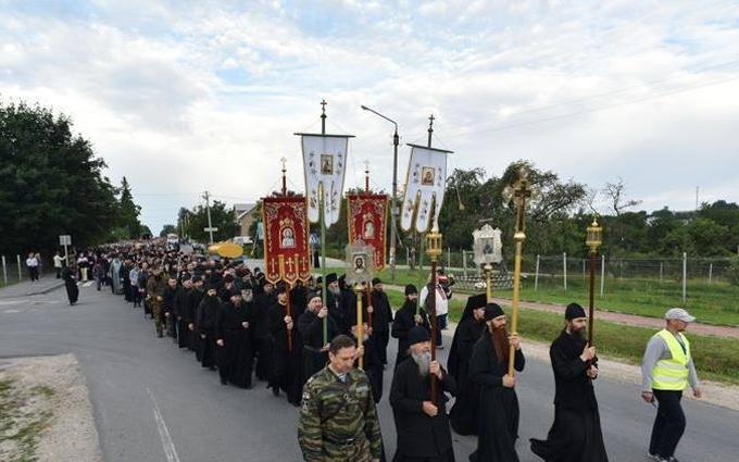 """Из Почаева вышел крестный ход """"с молитвой за Украину"""": появились фото и обвинения в сепаратизме"""