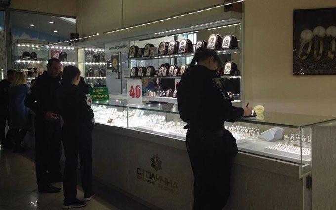 ВКиеве злодеи намопеде ограбили ювелирный магазин