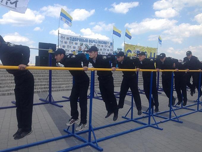 У Дніпрі поліцейські з усієї України з'ясовували, хто сильніший: з'явилися яскраві фото (1)