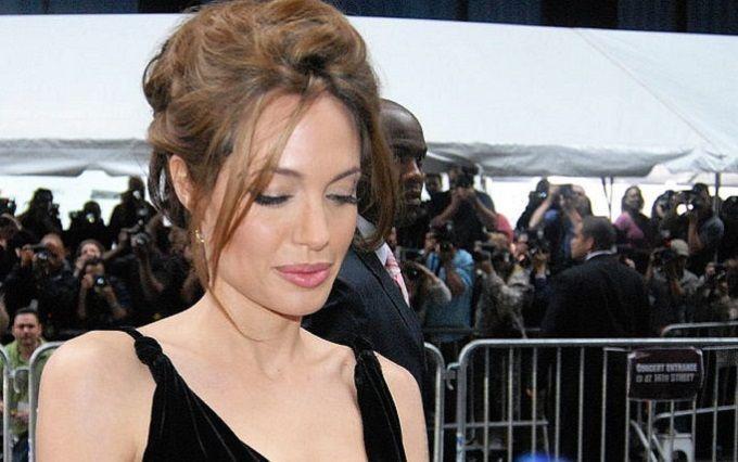 Анджелина Джоли превратилась вблондинку