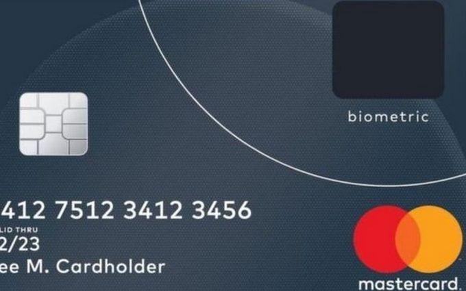 Mastercard розробила платіжну картку з датчиком відбитків пальців