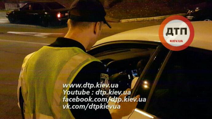 """Нетверезий водій """"пограбував"""" Київ на 45 тисяч гривень: з'явилися фото ДТП (1)"""