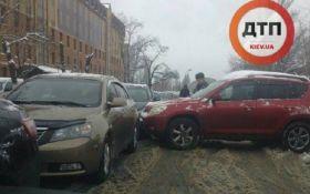 В двух серьезных авариях в Киеве разбились 6 авто: опубликованы фото