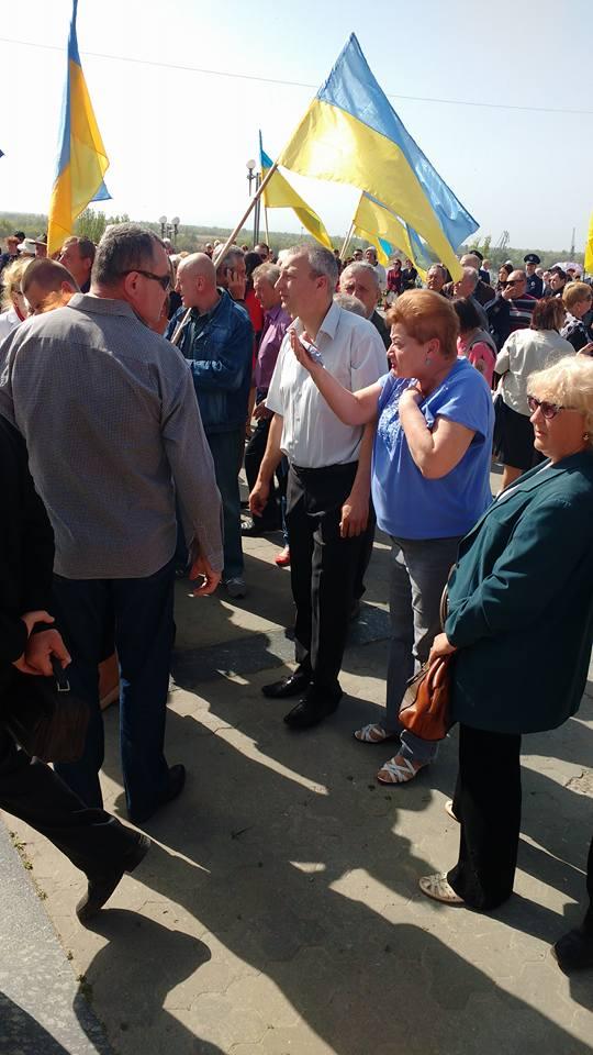 В Херсоне подрались националисты и участники первомайской демонстрации: появились фото и видео (1)