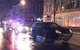 У Києві п'яні на Porsche збили дівчину: опубліковані фото