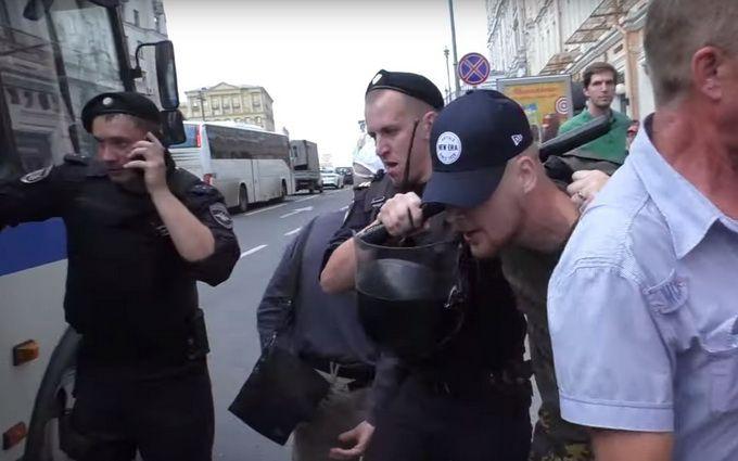 Сутички у Москві: поліція розганяє людей гумовими кийками (відео)