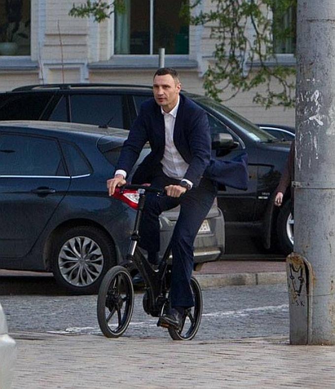 объектив кличко и велосипед картинки везло мужчинами может