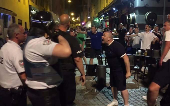 Французька поліція жорстко взялася за росіян на Євро-2016: соцмережі веселяться