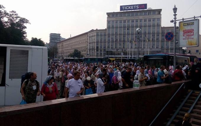 Учасники хресної ходи продовжують збиратися в центрі Києва: опубліковані фото