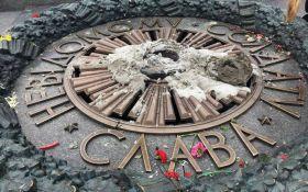 В Киеве неизвестные зацементировали Вечный огонь