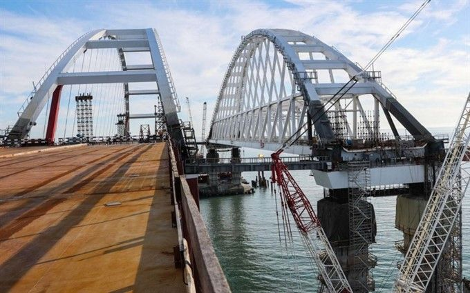 Треснула опора Крымского моста: опубликованы фото