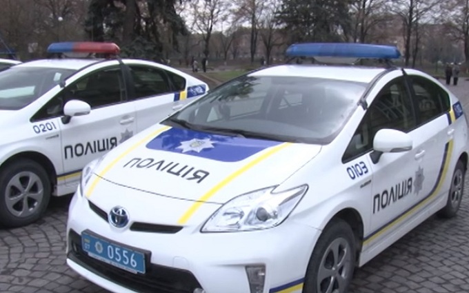 Пьяная сотрудница Налоговой в Ужгороде разделась перед полицией: опубликовано видео