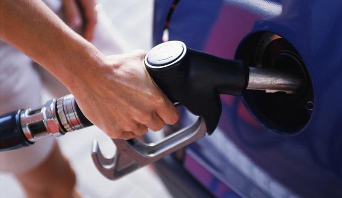 Бензин в Україні має бути дешевшим мінімум на гривню - Демчишин