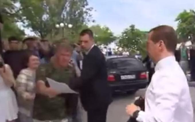 Ще смішніше: опубліковане повне відео виступу Мєдвєдєва про