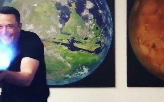 Илон Маск начал торговать огнеметы для уничтожения зомби