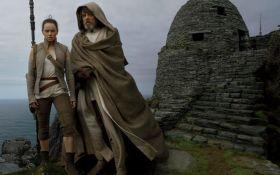 В сети появились новые промо-снимки восьмого эпизода Звездных войн